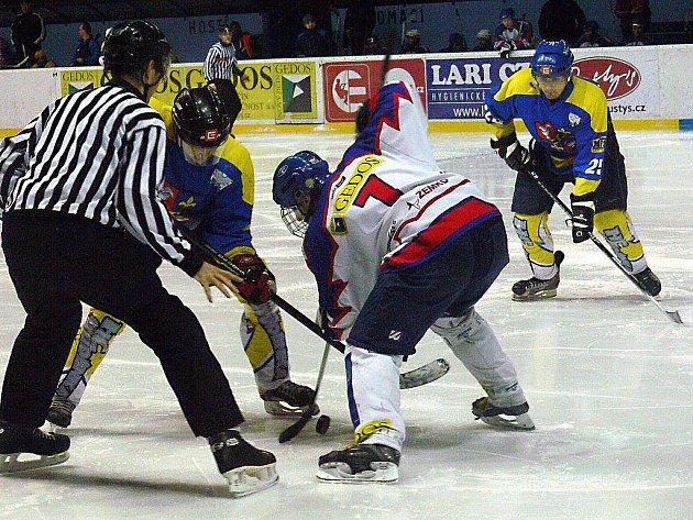 Hokejisté Nového Jičína hostili ve 26. kole krajské ligy Studénku. Přestože byli domácí favority, nakonec museli skousnout porážku 0:6.