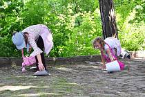 Zábavnou hru Střevíc Bílé paní si děti v sobotu 23. května na štramberské Trúbě užily stejně jako pouť, která se konala na náměstí a v ulicích města.