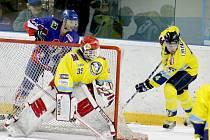 Domácí hokejisté se během zápasu dostali jen ke čtrnácti střeleckým pokusům. Na extraligou ostříleného Martina Vojtka v brance Přerova nevyzráli ani jednou.