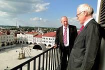 Starosta Břetislav Gelnar (vlevo) s německým velvyslancem Johannesem Haindlem.