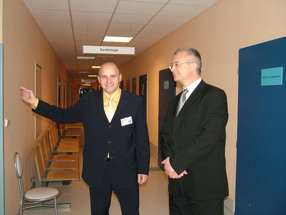 Ředitel nemocnice Radan Gocal (vlevo).