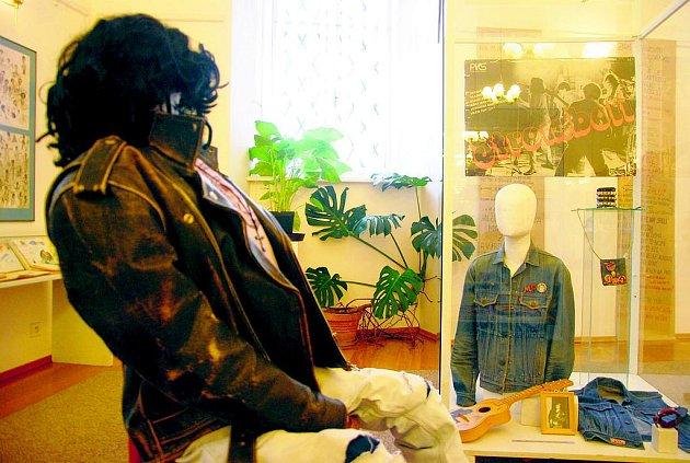 VÝSTAVA v příborském muzeu zobrazuje mnohé subkultury minulého století. Bohatě je zde zastoupena ta hudební.