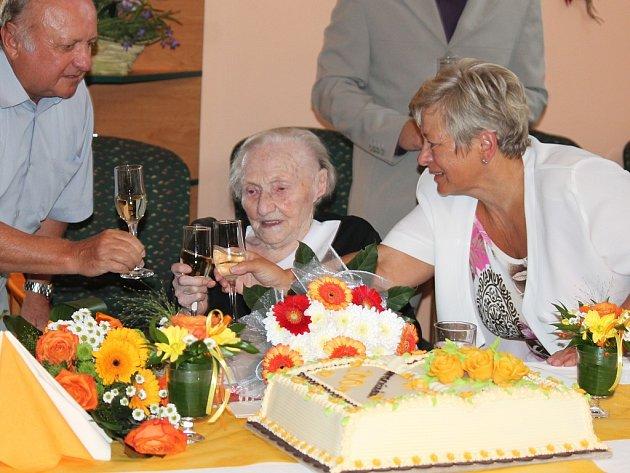 Paní Ludmila Pavelková z Nového Jičína oslavila sté narozeniny.
