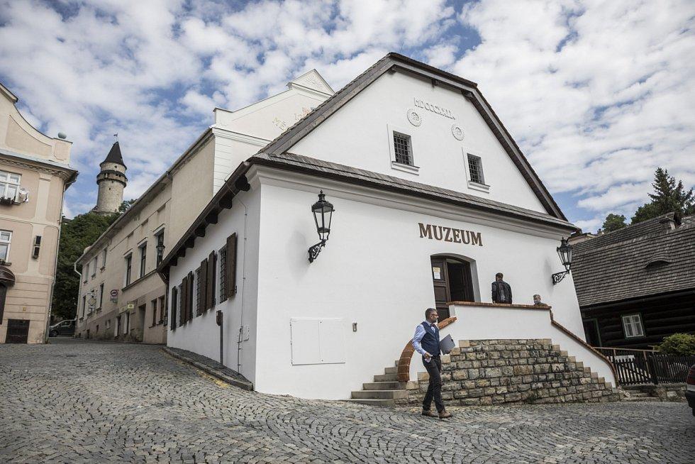 Nové muzeum ve Štramberku představili v pondělí 1. června zástupci Muzea Novojičínska, města Štramberk a Moravskoslezského kraje.