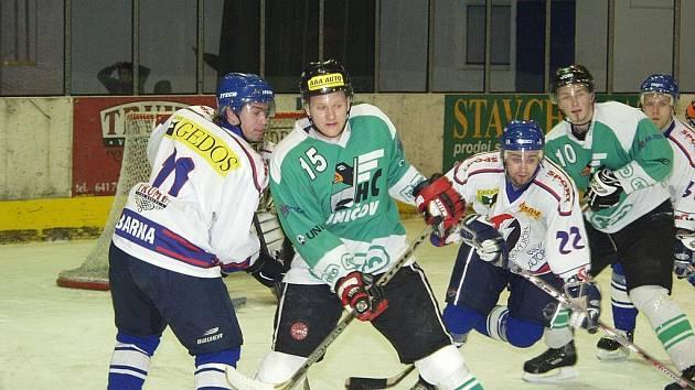 Novojičínští hokejisté v 16. kole druhé ligy, skupiny Východ, jasně přehráli čtyřmi brankami Uničov, když sami neinkasovali.