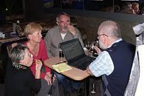 ODS se svým kandidátem, Milanem Burešem, si vytvořila štáb v bývalém frenštátském Saky baru.