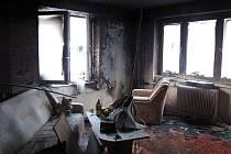 Adventní věnec, umístěný v obývacím pokoji příliš blízko záclon, nábytku a průvanu, mohl za nedělní odpolední požár ve dvougeneračním rodinném domě v Trojanovicích.