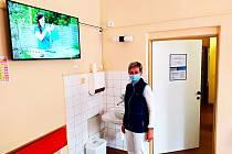 Ve Vítkově, pracovišti Nemocnice Nový Jičín se pacienti mohou těšit z nových televizorů na pokojích.