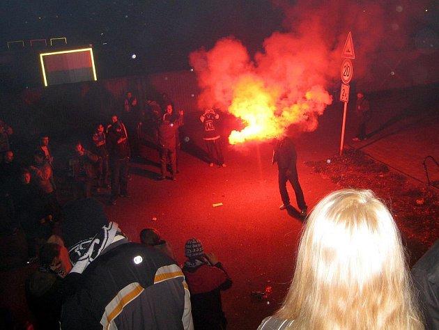 Stadion v Novém Jičíně zažil řádění havířovských fans.