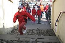 I letos se děti všech věkových kategorií rozběhly do schodů, vedoucích z náměstí Komenského ve Fulneku až k dolnímu zámku.