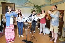 Letní kurzy staré hudby na Zámku Kunín se stávají tradicí.