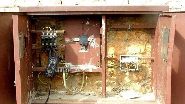 Muž odebíral celou zimu elektřinu, ale neplatil nic.