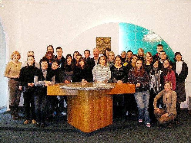Oderská škola slavnostně přivítala zahraniční účastníky z Belgie na radnici.