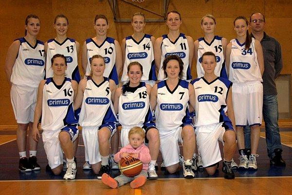 Příborské družstvo žen vedené Miroslavem Slovákem (vpravo nahoře) prožilo úspěšnou sezonu.