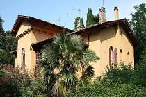 Zahradní dům zámeckého parku v Miramare. Dům, ve kterém za svého pobytu v Terstu bydlel Eduard Orel.