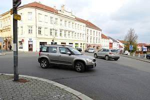 Křižovatka v Novém Jičíně přezdívaná U Čedoku by se měla změnit na okružní křižovatku.