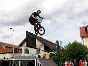 Freestylová exhibice na kolech byla k vidění v sobotu 23. července v areálu školy v Jeseníku nad Odrou-Hůrce.