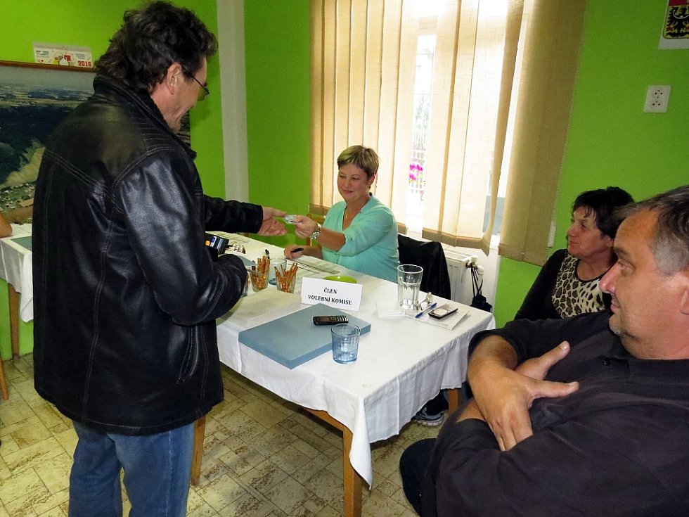 V Heřmánkách, nejmenší obci okresu Nový Jičín, měli necelé dvě hodiny před koncem voleb účast těssně nad dvaceti procenty.