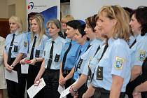 Strážnice včera převzaly odznak specialisty na domácí násilí.