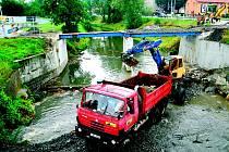 Práce na novém mostě začaly v Šenově 9. července a potrvají celkem čtrnáct týdnů.