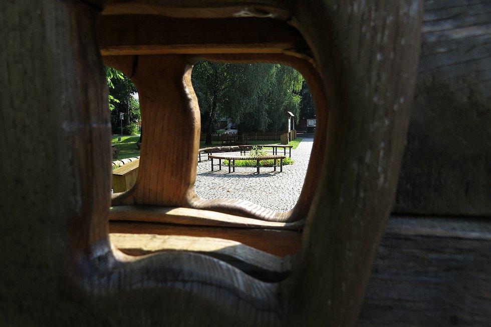 Skotnice nabízí mnoho míst k posezení i k relaxaci.