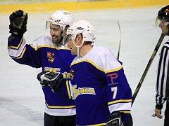 Důležitý krok k postupu do semifinále krajské ligy udělali ve čtvrtečním úvodním utkání čtvrtfinálové série hokejisté Studénky, kteří na kopřivnickém ledě přehráli Český Těšín.