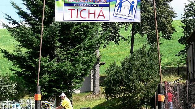 Mnoho lidí zamířilo v sobotu 20. srpna do Mysliveckého areálu v Tiché. Letos již podruhé se zde konal Nadační den.