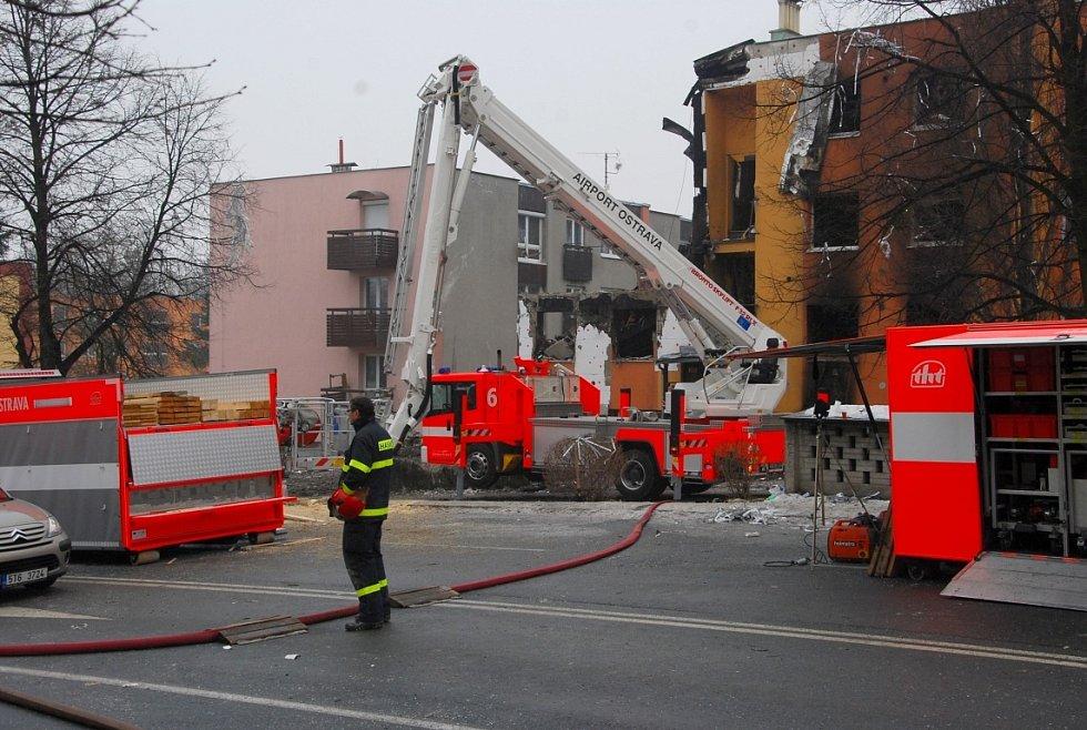 Pět mrtvých a jedenáct zraněných má na svědomí nedělní výbuch v třípodlažním domě se šesti byty na ulici 6. května ve Frenštátě pod Radhoštěm.
