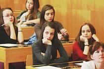 O své znalosti z veřejného života a rozhodování o budoucnosti měst se podělí mladí z Kopřivnice,  francouzského Trapees a polského města Myszkowa.