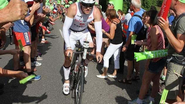 Součástí náročného závodu bylo plavání, běh a také závod na kolech.