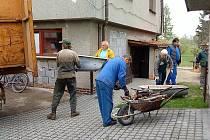 Kolem sedmi tun železného šrotu sebírali v Mankovicích při velkém úklidu dobrovolní hasiči z Mankovic.