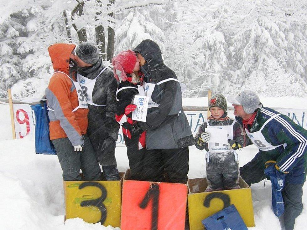 Sobota v polovině února bývá IFB (Internacionální Federací Bobbingu) vyhrazena světovému šampionátu jízdy na dětských plastových bobech. Letošní mistrovství se uskutečnilo na svatého Valentýna.