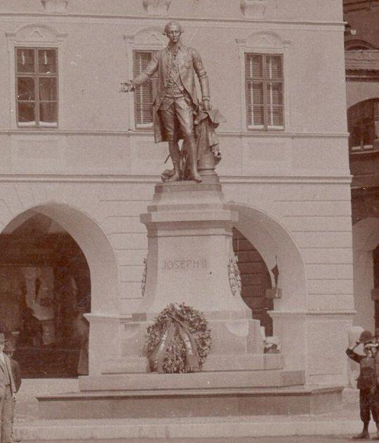 Pamětní deska císaře Josefa II. na Masarykově náměstí v Novém Jičíně.