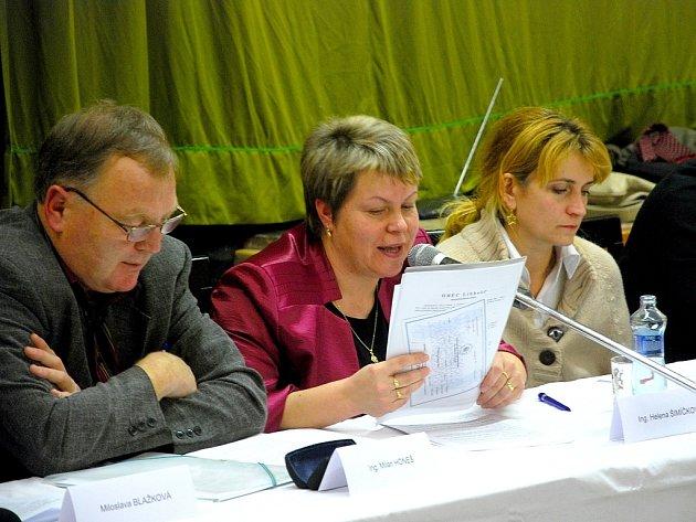 Starostka Libhoště Hana Šimíčková uprostřed.