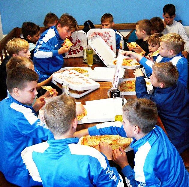 Mladí novojičínští fotbalisté přezimují vkrajském přeboru na špici tabulky.