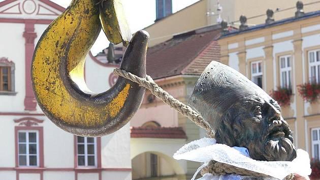 V pondělí 24. srpna se na Masarykovo náměstí po 120 letech vrátila socha svatého Mikuláše.