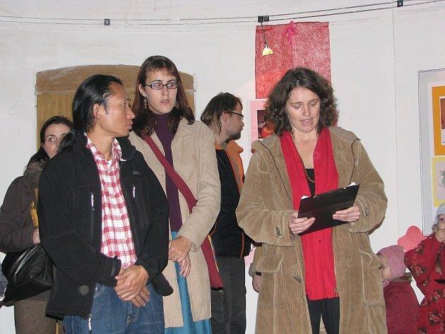 Aukce nazvaná Pastelky pro Tibet. Cílem akce je přispět na opravu sirotčince v nepálském městě Káthmándu.