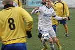 Nedělní novojičínské derby v krajském přeboru mezi Bílovcem a Frenštátem pod Radhoštěm předčasně ukončil silný vítr.