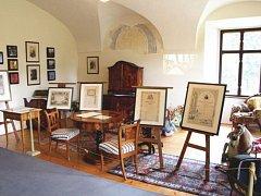 Prostory kunínského zámku zaplnilo na 130 exponátů, které jsou s populárním autorem nějak spjaty.