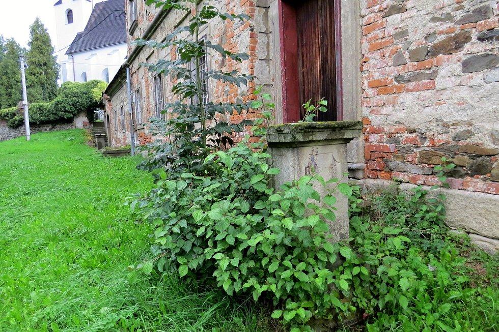 Katolická fara v Suchdole nad Odrou od vídeňského architekta Johanna Lucase Hildebrandta konečně prochází rozsáhlou rekonstrukcí. Před pár lety to byl zchátralý objekt.