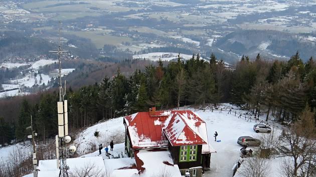 Novoroční výšlap na Velký Javorník podnikly desítky lidí z různých míst.