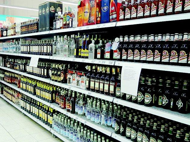 Alkohol se pomalu vrací do obchodů.