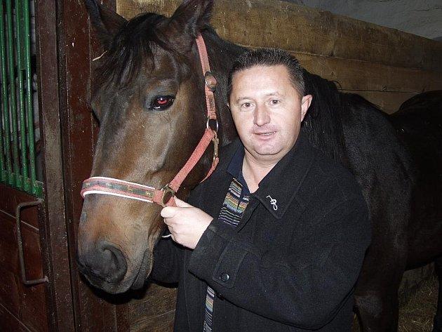 Jedním z nejoblíbenějšch koní Lubomíra Rokyty je klisna Show Hammering, která mu pomohla měrou vrchovatou k vítězství v amatérském šampionátu jezdců.