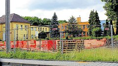 Víceúčelový dům ve Veřovicích bude stát mezi silnicí a základní školou.