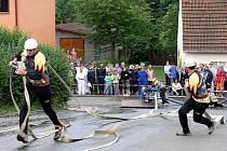 Pohárové soutěže, která patřila k nedělní části programu oslav sto letého výročí založení sboru dobrovolných hasičů v Palačově se zúčastnilo i několik čistě ženských družstev.