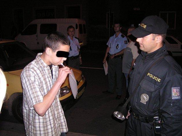 Zátahy na alkoholismus mladistvých dělají policisté stále častěji.