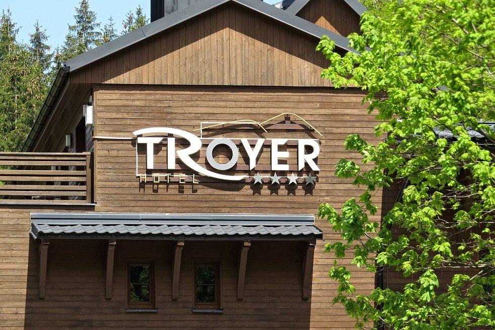 Hotel Troyer v Trojanovicích opět zahajuje provoz v pondělí 28. května 2021.