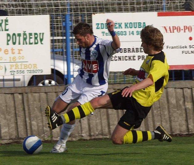 Fotbalisté Jakubčovic (ve žlutém) doma hostili v utkání 22. kola druhé ligy Čáslav a nečekaně prohráli 0:2.