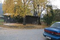 Dřevěné šopy by měly zanedlouho zmizet. Co se objeví na pozemku, zatím nikdo neví. Může tam být parkovací plocha, odpočinková zóna obyvatele blízkých  domů, případně obojí. Rozhodnutí je na vedení města Fulneku.