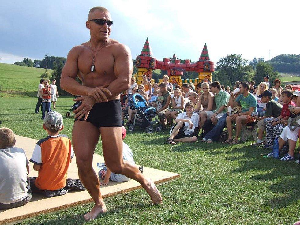 Jan Kubík, mistr Evropy v kulturistice, na Lichnovských slavnostech představil své vypracované svaly.